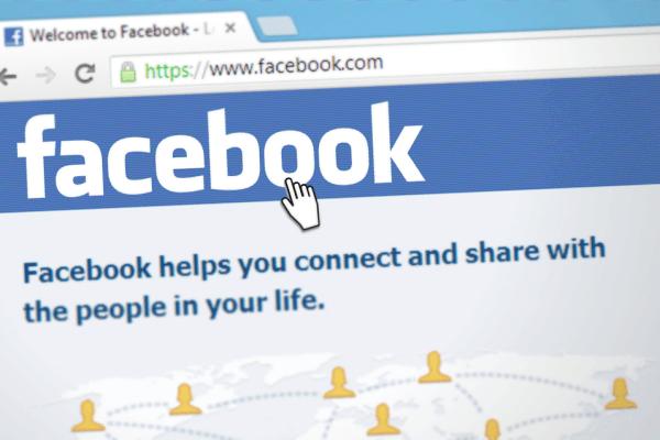 Como os algoritmos definem o que você vê no Facebook e no Google