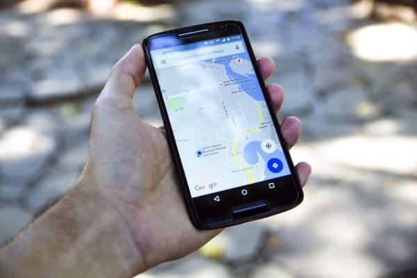 Como encontrar locais para estacionar com o Waze