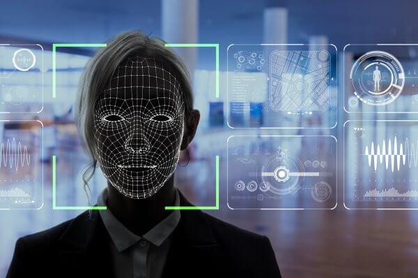 Hering é investigada por uso de dados de clientes via reconhecimento facial