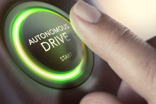 Governo da Califórnia autoriza trânsito de carros autônomos para entregas em 2020